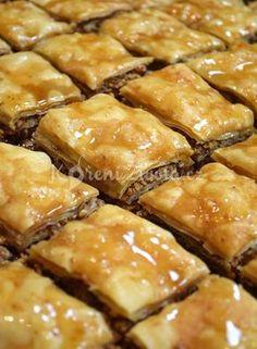 Close up of Baklava Czech Recipes, Greek Recipes, Desert Recipes, Ethnic Recipes, Pasta Recipes, Cake Recipes, Lebanese Desserts, Baklava Recipe, Cas