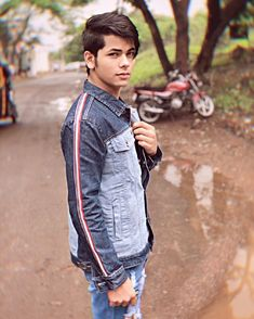 Siddharth Nigam New HD Wallpapers & High-definition images - Boy Photos, Cute Photos, Handsome Celebrities, Cute Boy Photo, Pics For Dp, Indian Man, Stylish Boys, Child Actors, Actor Model