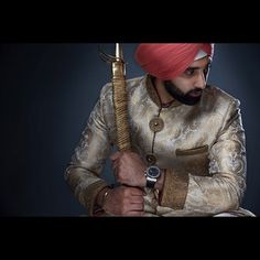 This groom who is classy, stylish, traditional and fabulous all at once. | 21 Photos Of Dapper Sardars That Will Inspire You To Dress Better