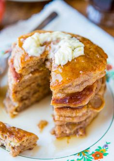Apple Pie Pancakes with Vanilla Maple Syrup (+ apple pie recipes) What's For Breakfast, Breakfast Recipes, Pancake Recipes, Perfect Breakfast, Cooked Apples, Pancakes And Waffles, Pumpkin Pancakes, Apple Recipes, Snacks