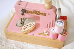 KAYanEE sew master vintage kids sewing machine....I need to find one of these for Emma