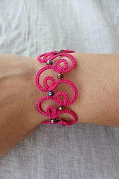 Ähnliche Artikel wie Occhi Spitze Armband/Frivolite Armband/Lace Schmuck/Tatted… Similar Items Like Tatting Lace Bracelet / Frivolite Bracelet / Lace Jewelry / Tatted Jewelry on Etsy Tatting Armband, Tatting Bracelet, Tatting Earrings, Lace Bracelet, Tatting Jewelry, Lace Jewelry, Tatting Lace, Doily Patterns, Macrame Patterns