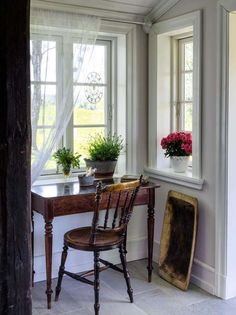 🌟Tante S!fr@ loves this📌🌟Small office nook Cottage Interiors, Cottage Homes, Cosy Home, Farmhouse Kitchen Island, Country Interior, Interior Decorating, Interior Design, Home Office, Office Nook