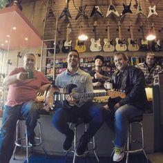 Olha ai a galera de Santa Catarina no #CaféDas18 ! Sempre bem-vindos aqui na Garagem!!   #CaféDas18 #SRV #garagem #fender #cwb #curitilover #vsco