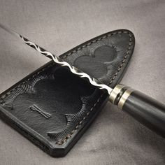 Detail of filework on spine and tooled leather sheath. Knife Filework, Lampe Metal, Knife Shapes, Knife Template, Leather Tooling, Tooled Leather, Leather Holster, Stag Head, Forging Metal