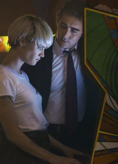 """Halt and Catch Fire season1 1x01 """"I/O"""" - Lee Pace and Mackenzie Davis as Joe MacMillan and Cameron Howe"""