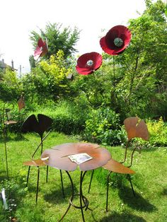 Metal work by La Féerailleuse, Claire Lioult. Love those poppies!