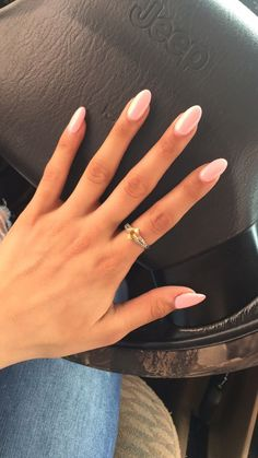 Pink Oval Nails, Light Pink Acrylic Nails, Oval Acrylic Nails, Acrylic Nail Shapes, Almond Acrylic Nails, Acrylic Nail Designs, White Nails, Ongles Roses Clairs, Light Pink Nail Designs