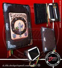 Hora de Aventura / Enchiridion - Funda de Tablet Geek, confeccionada en tela, con velcro para cerrarla y pintada a mano p.s. La Tablet no viene incluida :)
