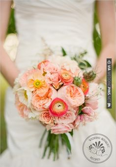 Obsessed with these colors. Ranunculu And Rose Wedding Bouquet | VIA #WEDDINGPINS.NET