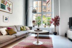 arquiteturadoimóvel: Em Estocolmo:terraço, muito espaço interno, pé direito alto e abundância de branco no apartamento com cara de loft