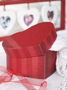Creative Company | Boxes Galore: Red heart-shaped box