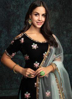 Black Taffeta Silk Anarkali with Shawl Dupatta features a taffeta silk kameez with santoon inner, santoon bottom and velvet shawl dupatta. Embroidery work is completed with zari and stone work embellishments. Black Punjabi Suit, Black Salwar Suit, Punjabi Dress, Pakistani Dresses, Salwar Suits, Indian Dresses, Indian Outfits, Indian Suits Punjabi, Punjabi Wedding Suit