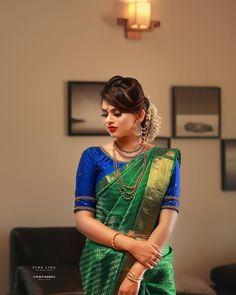 Hindu brodel look for fine line. Simple Blouse Designs, Stylish Blouse Design, Blouse Designs Silk, Bridal Blouse Designs, Blouse Patterns, Engagement Saree, Engagement Dresses, Kerala Saree Blouse Designs, Wedding Silk Saree