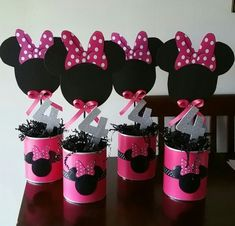 Perfect for a first birthday theme, a Minnie Mouse party is sure to be a hit with your little Disney fan. From cake to decorations, we have tons of adorable Minnie Mouse party ideas that you can easily incorporate into your event. Decoration Minnie, Minnie Mouse Birthday Decorations, Minnie Mouse Theme Party, Minnie Mouse 1st Birthday, Minnie Mouse Baby Shower, Mickey Party, Mouse Parties, Pirate Party, Minnie Mouse Table