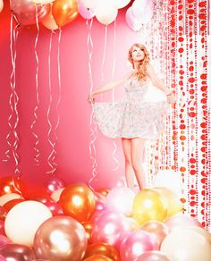 Ideas Party Fashion Photoshoot Taylor Swift For 2019 Taylor Swift 2011, Taylor Swift Speak Now, Swift Photo, Taylor Swift Pictures, Favim, Party Fashion, My Idol, Free Photos, Balloons