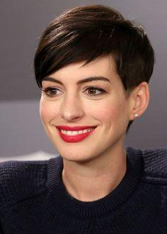 L'art de la simplicité, de la féminité...Anne Hathaway