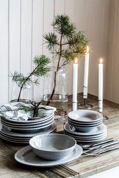 Dekk opp til adventsfest og inviter gode venner på en hyggelig førjulskveld, det du trenger til borddekkingen finner du hos oss.      Tips...