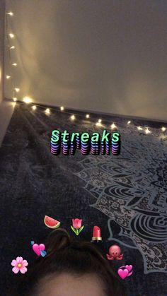 #snapchat #streaks #instagram #teengirlbedroomideas #girlsbedroom #selfie # Snap Snapchat, Snapchat Selfies, Snapchat Streak, Snapchat Picture, Instagram And Snapchat, Best Instagram Stories, Instagram Story Ideas, Snap Streak, Emoji Pictures