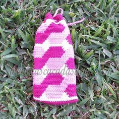 La otra parte de mi nuevo #proyecto #tejido. Es un #portaagujas de #ganchillo hecho con la #tecnica que se utiliza para #tejer las #mochilas #wayuu. Hecho con el #algodonmercerizado de la tienda de Las Cucadas de Noe, @Las Cucadas de Noe (tienda.lascucadas...)  #crochet #ganchillear