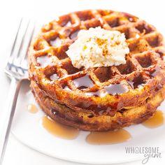 The Best Easy Keto Chaffle Recipe - Organimoon Waffle Recipes, Snack Recipes, Dessert Recipes, Keto Sweet Snacks, High Carb Snacks, Graham Cracker Recipes, Low Carb Granola, Chocolate Pudding Recipes, Almond Flour Recipes