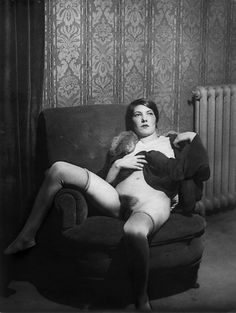 The life of bad girls in 1930 by Monsieur X between 1925 and 1935