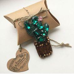 Автор @lenakozhemiakina   〰〰〰〰〰〰〰〰〰〰〰〰〰〰 По всем вопросам обращайтесь к авторам изделий!!!  #ручнаяработа #брошьизбисера #брошьручнойработы #вышивкабисером #мастер #бисер #handmade_prostor #handmadejewelry #brooch #beads #crystal #embroidery #swarovskicrystals #swarovski #купитьброшь #украшенияручнойработы #handmade #handemroidery #брошь #кольеручнойработы #кольеизбисера #браслеты #браслетручнойработы #сутажныеукрашения #сутаж #шибори #полимернаяглина #украшенияизполимернойглины
