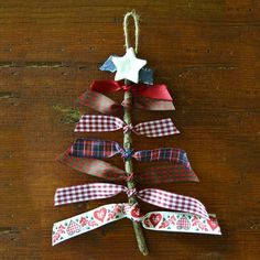 Resultado de imagen para natal tasks with hull wheels - Christmas Christmas Crafts For Kids, Homemade Christmas, Christmas Projects, Beautiful Christmas, Christmas Tree Decorations, Christmas Tree Ornaments, Holiday Crafts, Christmas Holidays, Prim Christmas