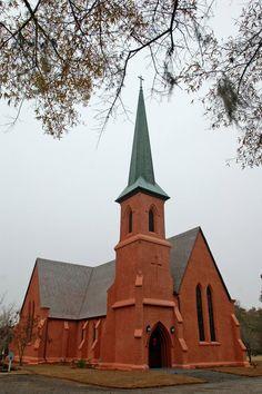 renkus-heinz-trx-series-blends-in-at-church-of-the-holy-cross-2.jpg (600×902)