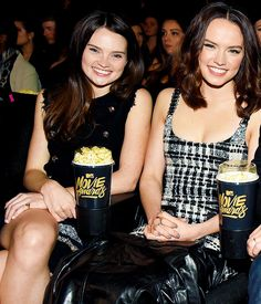 Daisy Ridley with her sister Kika Rose Ridley at the 2016 MTV Movie Awards on April 9, 2016