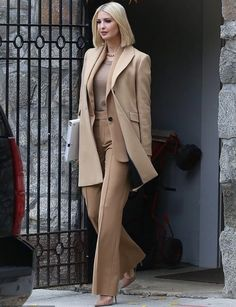 Ivanka Trump flies to Austin with her father in head-to-toe camel outfit Ivanka Trump Outfits, Ivanka Trump Style, Ivanka Trump Dress, Business Outfits, Business Fashion, Suit Fashion, Fashion Outfits, Womens Fashion, Suits For Women