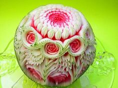 Fruit And Vegetable Carving Classes - Bing Images Veggie Art, Fruit And Vegetable Carving, Watermelon Art, Watermelon Carving, Carved Watermelon, Funny Vegetables, Fruits And Vegetables, Food Sculpture, Fruit Sculptures