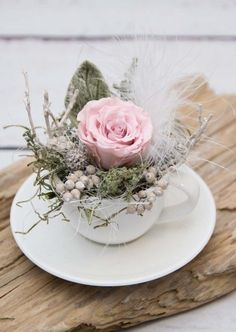 Beautiful decoration, consisting of a white espresso cup with saucer . - Beautiful decoration consisting of a white espresso cup and saucer, filled with a stabilized rosé - Sisal, Rose Stabilisée, Rose Rise, Deco Floral, Beaded Garland, Valentines Day Decorations, Espresso Cups, Valentine's Day Diy, Diy Garden Decor