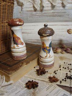 Набор для специй `Петушки`. набор для специй - баночка для соли и перечница-мельница  отличный подарок хозяюшке..или себе любимой...