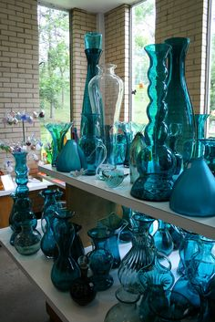 Blenko Glass Company, located in Milton, WV, is known for its stunning hand-blown glass pieces. Broken Glass Art, Sea Glass Art, Stained Glass Art, Broken Mirror, Shattered Glass, Fused Glass, Cocina Shabby Chic, Art Resin, Glass Art Design