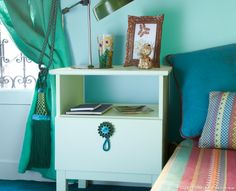 Une table de chevet couleur mint roccoco #diy