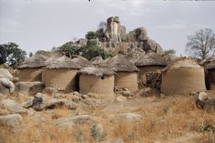697367. A small settlement on Jos Plateau, Nigeria. Houses are built in isolated places, often on top of a rocky hill. Photo Barry Bishop.