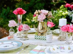 I like the low flower arrangements so you can actually see people and talk while around the table.