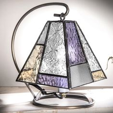 Adding Unique Lamps to Your Home Stained Glass Designs, Stained Glass Projects, Stained Glass Patterns, Stained Glass Art, Stained Glass Windows, Window Glass, Mosaic Patterns, Fused Glass, Stained Glass Lamp Shades