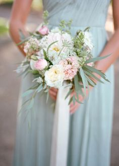 Bridesmaid in Mint J.Crew dress with pink and white bouquet | photography by http://www.elisabethmillay.com/