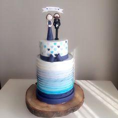 Severek hazırladığımız mavi renk geçişleriyle şirin bir nişan pastası #duygumasali #edirne #edirnepasta #edirnebutikpasta #sekerhamuru #sugarart #butikpasta #nisanpastası #nisantöreni #engagementcake #couple #bluecake #mavi #gumpaste #cake #cakedesign #cakedecoration #nişan #nişanpastası www.duygumasali.com