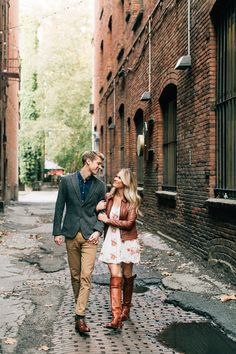 Downtown Seattle Engagement Pictures2 #seattleengagement #urbanengagement #engagementphotos #engagementposes