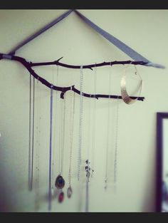 DIY necklace hanger !!! Keep your necklaces organized