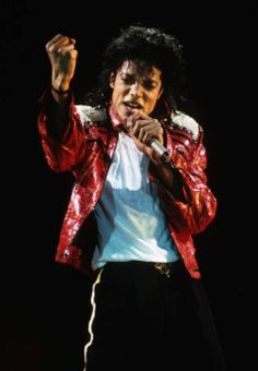 Beat it! I love the way he looks in this classic outfit ♥♥♥