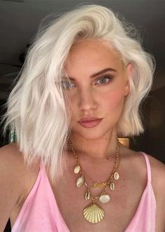 Coolest Blonde Hair Colors and Haircuts for Women 2019 Blonde Hairstyles Cool Blonde Hair Colour, Blonde Hair Shades, Bleach Blonde Hair, Bleach Hair Color, Short Bob Hairstyles, Blonde Hairstyles, Hairstyle Short, Short Haircuts, Short Bob Updo