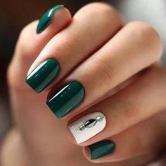 25 Elegant Emerald Green Nails Designs For You - Nail Designs Green Nail Designs, Nail Art Designs, Nails Design, Elegant Nail Designs, Nail Art Vert, Cute Nails, Pretty Nails, Hair And Nails, My Nails