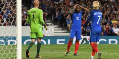 Soccer Football - 2018 World Cup Qualifications - Europe - France vs Luxembourg - Toulouse, France - September 3, 2017   France's Alexandre Lacazette looks dejected after a missed chance    REUTERS/Fred Lancelot / FRED LANCELOT / REUTERS