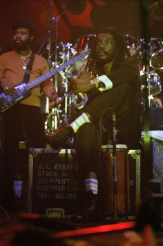 *Peter Tosh* More fantastic pictures and videos of *The Wailers* on… Music Do, Reggae Music, Marley Family, Peter Tosh, The Wailers, African Artists, Band Of Brothers, Livingston, Bob Marley