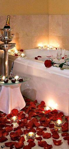 soir e romantique bain aux p tales pour la saint valentin roses romantique et id es. Black Bedroom Furniture Sets. Home Design Ideas