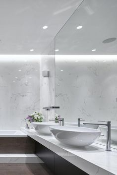 Contemporary Design at its Finest, in a Small Swanky Urban Apartment Modern Bathroom, Small Bathroom, Master Bathroom, Contemporary Design, Modern Design, Relaxing Bathroom, Urban Apartment, Small Apartment Decorating, Bathroom Colors